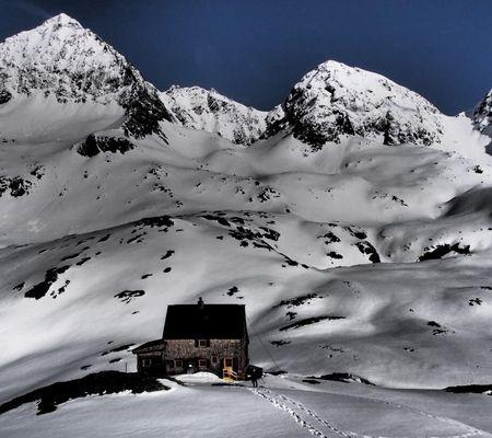 Adolf Nossberger Hütte 2488m - Winter Lienzer Dolomiten - Foto: Christian