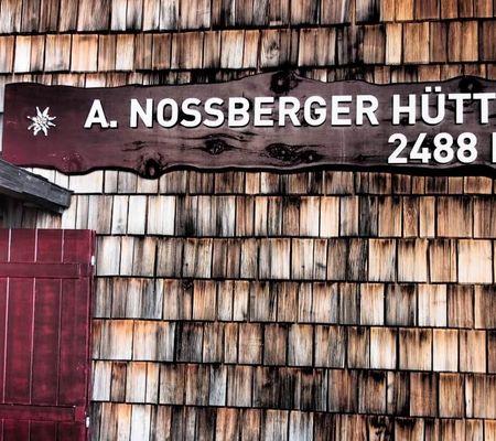 Adolf Nossberger Hütte 2488m - Lienzer Dolomiten - Foto: Christian