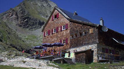 Adolf-Nossberger-Hütte (2.488m) - eigener Klettergarten - finnisches Badefaß - Foto: christian@nossberger.at