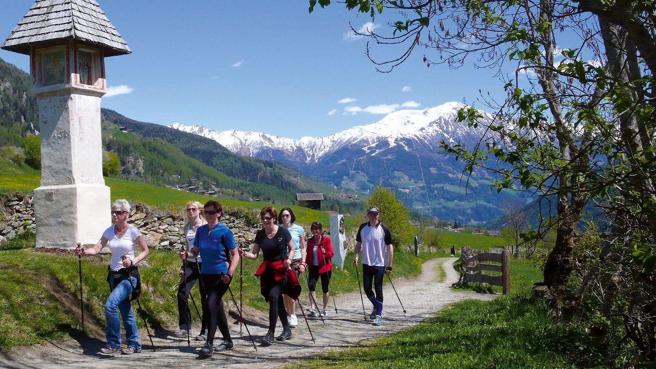 Sport im Tal - Nordic Walking | © Fa. Profer & Partner