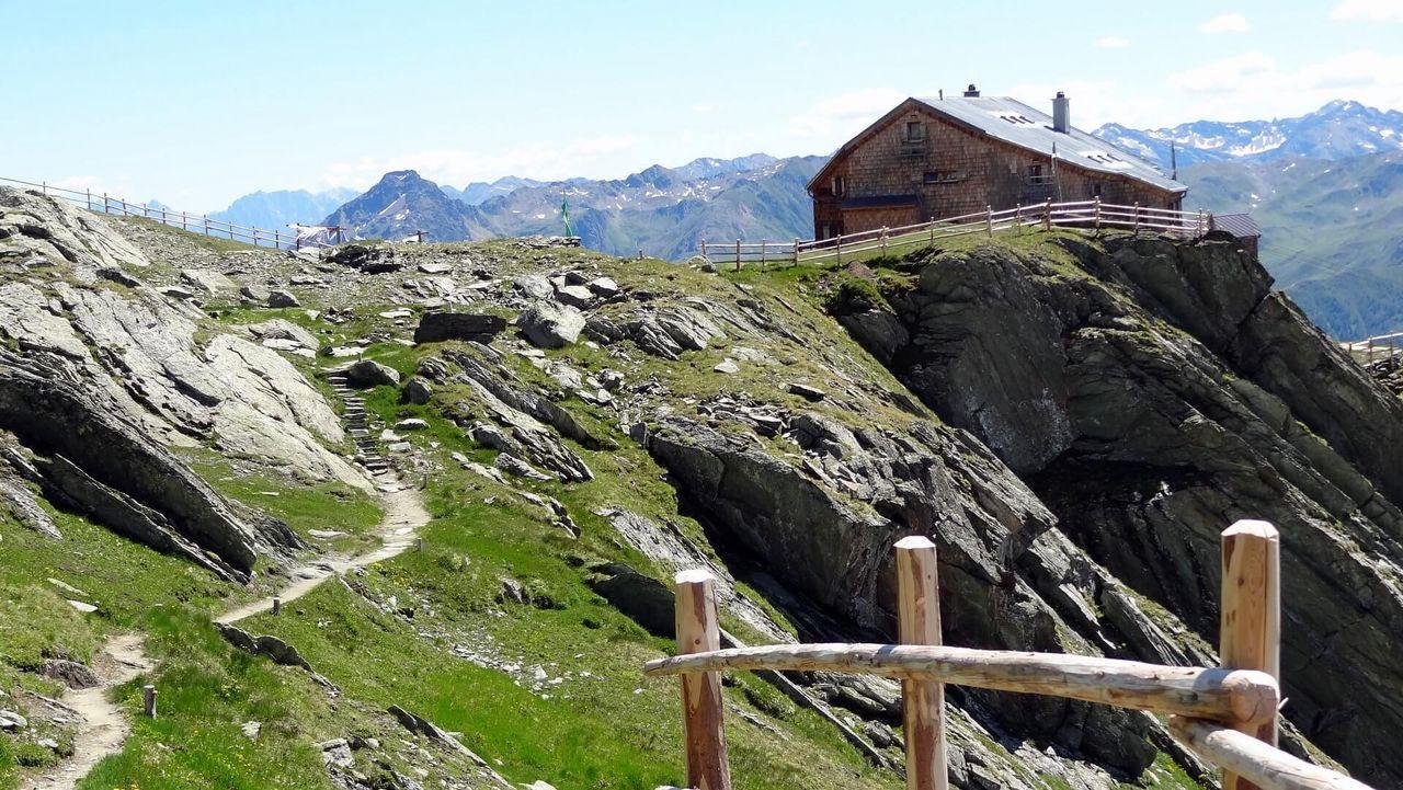 Die Bonn-Matreier Hütte ist eine Schutzhütte der Sektion Bonn des Deutschen Alpenvereins