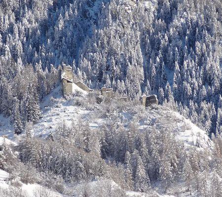 Die alte Ruine der Burg Rabenstein befindet sich auf 1400 Metern Höhe in Virgen Osttirol
