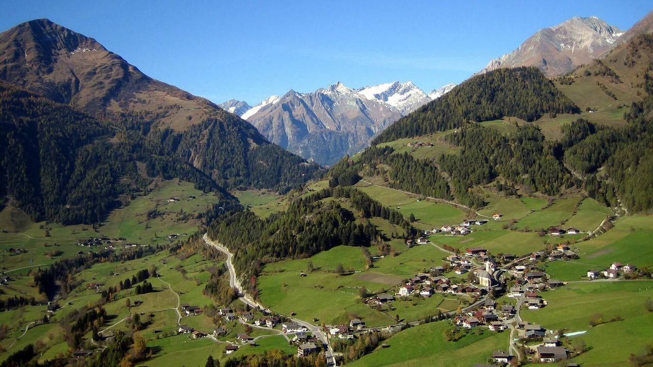Zwischen dem Lasörlingkamm (links) und der Venedigergruppe (rechts) liegt eine wahre Perle der Alpen: Das Virgental
