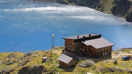 Wangenitzsee Hütte (2.508m) - Übernachtung Ja - am Bergsee - Foto: wangenitzseehuette@aon.at