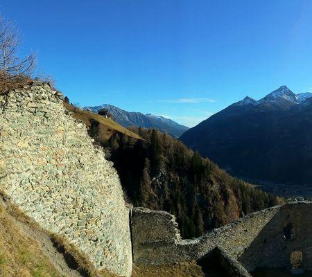 Die alte Ruine der Burg Rabenstein befindet sich auf 1400 Metern Höhe in Virgen Osttirol | © Köffler Hubert