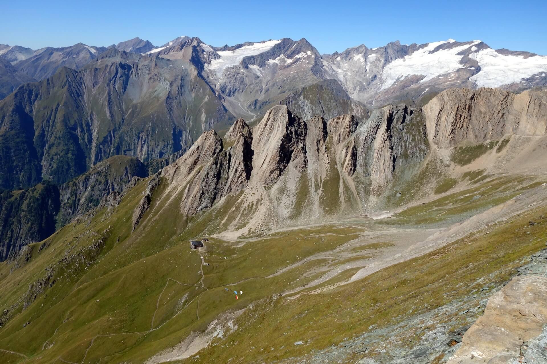 Aussicht vom Vorderer Sajatkopf (2.915m) auf die Gipfel um die Sajathütte und die Venedigergruppe, Hohe Tauern.